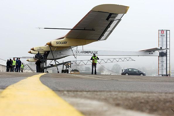 Solar+Impulse+Make+First+Runway+Test+HTQ8eZ3AvDFl
